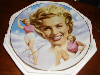 "Marilyn Monroe ""the Girl Next Door"" Collector Plate No.0702 C"