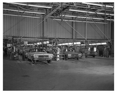 1961 Oldsmobile Assembly line Automobile Factory Photo ch7728