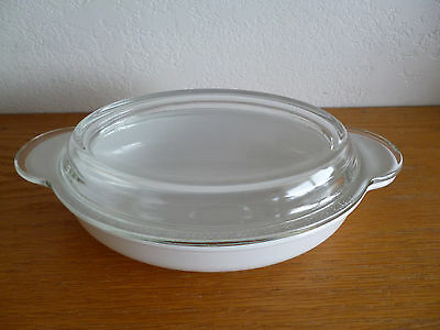 Corning Ware Oval Baker w/ Pyrex  Lid  P 14 B   14 Oz. All White