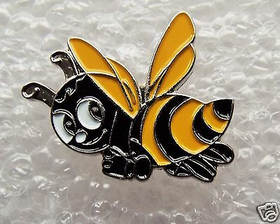 Bumble Bee enamel pin / lapel badge Buzzy Bee Honey Bee