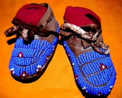"""Beautiful Early 1930s Vintage 4.5"""" Beaded Cheyenne Made Baby Moccasins"""