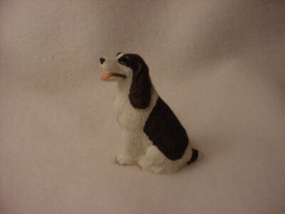 SPRINGER SPANIEL liver brown white puppy TiNY FIGURINE Dog MINIATURE Mini Statue