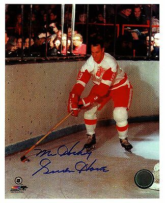 Gordie Howe classic action photo, Howe bringing the puck out...awesome!!!