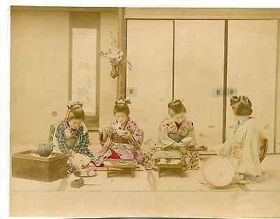 Japon, Lunch Time  Vintage albumen print.  Tirage albuminé aquarellé  20x25