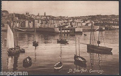 GUERNSEY PICTURE POSTCARD - St Peter Port. Guernsey.
