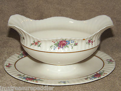 Lenox Pavlova Gravy Boat with Attached Liner
