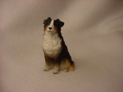 AUSTRALIAN SHEPHERD Tricolor puppy TiNY FIGURINE Dog MINIATURE Mini Statue NEW