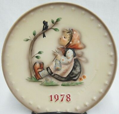 Goebel Hummel 1978 8th Annual Plate HUM271 Hand Painted Happy Pastime Knitting