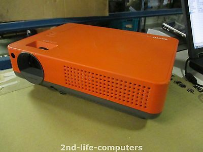 Sanyo PLC-XE32 LCD 2000 lumens 1024 x 768 Projector Beamer 400:! EXCL REMOTE
