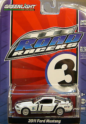 Greenlight Collectibles 1:64 Scale Diecast Metal White 2011 Ford Mustang