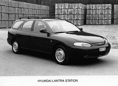 1996 Hyundai Lantra Station Wagon Photo Poster Korea zua3450-W4NB6H