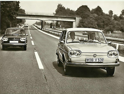 VW Volkswagen 411 on The Road Front View WOB V 539 Original Photograph