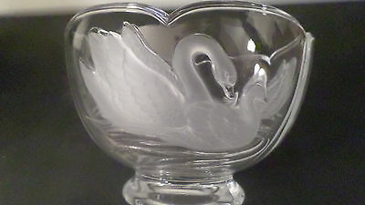 Vintage Clear Glass Bowl w/ Frosted Mom & Baby Swan Design