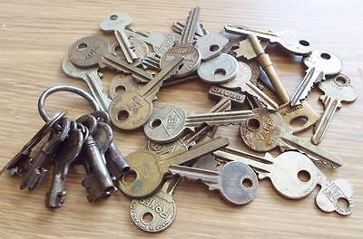 36 x ANTIQUE / VINTAGE METAL DOOR KEYS
