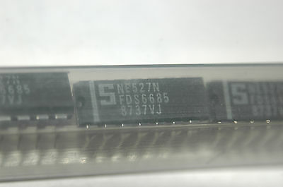 SIGNETICS NE527N 14-Pin Dip Original Comparator 527 New Part Quantity-1
