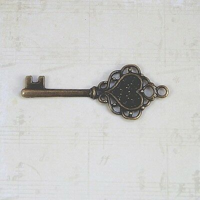 Keys 5 old antique vintage look replicas jewelry crafts steampunk wedding lot nn