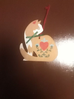 Wood Cat ornament with heart and floral motif GUC