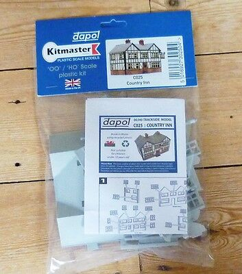 Dapol OO scale Country Inn plastic kit
