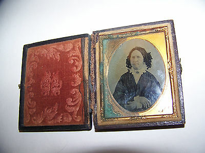 c1855 ANTIQUE AMBROTYPE PHOTO VICTORIAN OLD WOMAN MEAN LADY DAGEURREOTYPE CASE