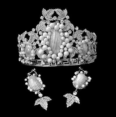 Luxury White Peal Shell Beads & Crystal Rhintstones Crown & Earring Clip On Set