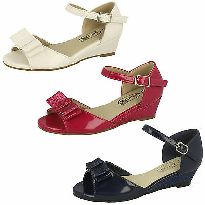 Wholesale Girls Sandals 16 Pairs Sizes 10-2  H1077