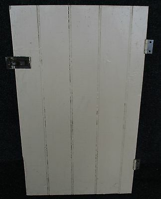 ANTIQUE BEAD BOARD PAINTED PINE CABINET CUPBOARD DOOR w/ HINGES + LATCH 14 X 23