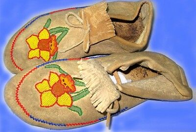 """Vintage Antique 10"""" Native American Indian Beaded Moccasins"""