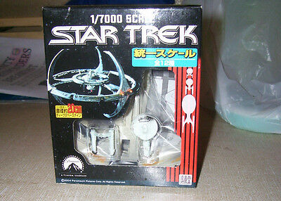 STAR TREK USS CONSTELLATION (DAMAGED) w/DS9 OUTER RING 1/7000 SCALE ROMANDO '04
