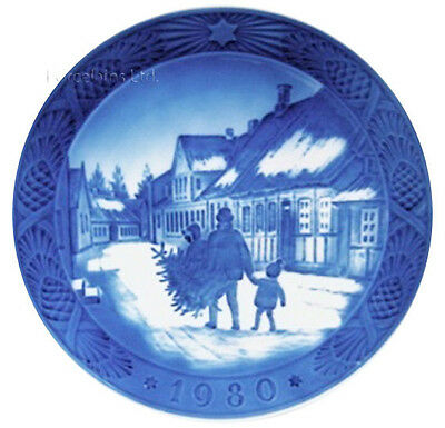 Royal Copenhagen 1980 Christmas Plate MINT Bring Home the Christmas Tree Mint