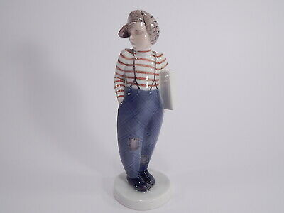 """STATUINA ROYAL COPENHAGEN BING&GRONDAHL """"Boy with papers"""""""