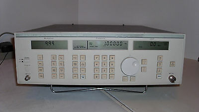 Wavetek 2510A Synthesized Signal Generator 2-1100 MHz  With Manual
