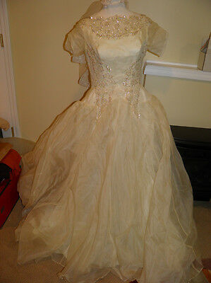 Vintage Alfred Angelo Beaded Tulle Short Sleeve Ivory Wedding Gown With Veil