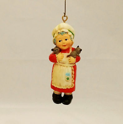 Hallmark Keepsake Ornament 1975 Mrs. Santa - Adorable Ornaments - #QX1561-NO BOX