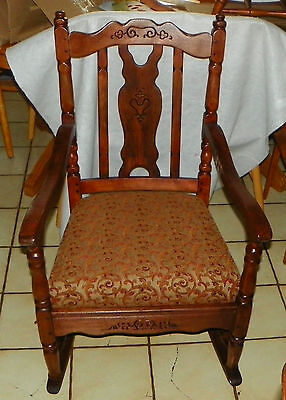 Solid Cherry Carved Sewing Rocker bm-r233 Rocking Chair