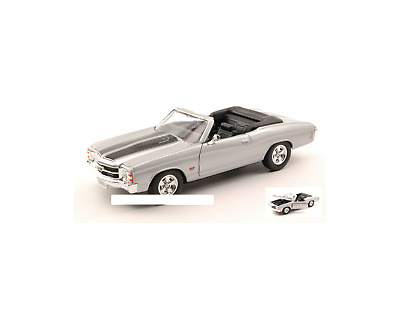 Welly WE2089S CHEVROLET CHEVELLE SS 454 1971 SILVER W/BLACK STRIPES 1:24 Modelli