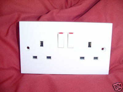 DOUBLE  SWITCHED  SOCKET 13amp WHITE