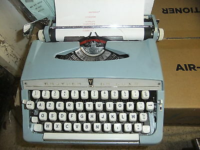 Typewriter manual BROTHER De Luxe plus blue soft carry case FRENCH alphabet