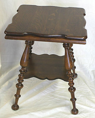 Antique Oak Small table with large turned legs - Solid
