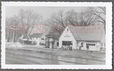 Vintage Snapshot Photo Roadside Mobil Gas Service Station in Melting Snow 690596
