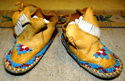 """Beautiful Vintage 2.25"""" Beaded Cheyenne Made Baby Moccasins"""