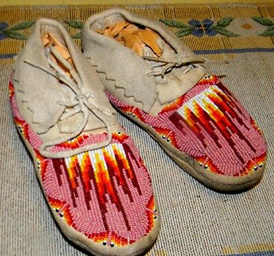 "Beautiful Vintage 7"" Beaded Apache Indian Made Youth Moccasins"