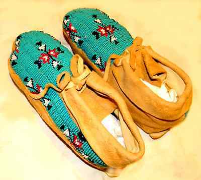 """Gorgeous Vintage 9-1/4"""" Beaded Sioux Indian Made Leather Moccasins"""