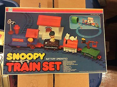 Rare Vintage Hasbro Aviva Battery Operated Snoopy Train Set