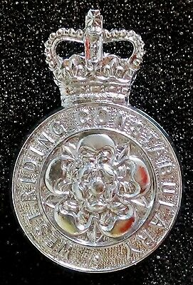 WEST RIDING CONSTABULARY - 1967 to 74 - Q.C. OBSOLETE CAP BADGE - ENGLAND - U.K.