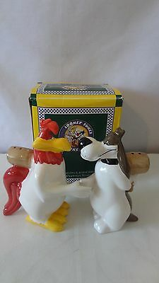 Foghorn Leghorn and Dawg Shaking Hands 1996 Salt and Pepper Shaker MIB #H815.