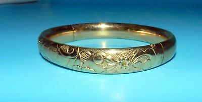 VINTAGE Beautiful ETCHED REPOUSSE 10K GOLD SHELL HINGED BANGLE BRACELET