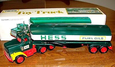 VINTAGE 1977 HESS Tanker Truck in Box w Inserts & Instructions Excellent
