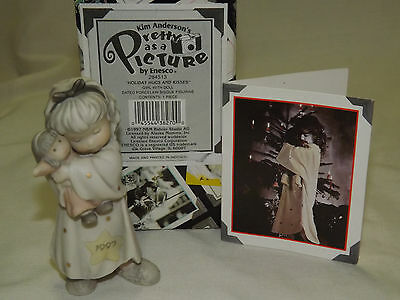 Kim Anderson Pretty As A Picture Figurine Holiday Hugs and Kisses