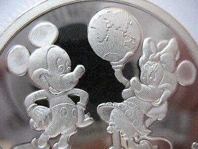 1 Oz.silver Proof Disney Coin  Starring Mickey-Minni + Donald-Daisey,goofy+Gold