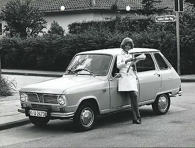 Renault 6 Original 1970 German Market Press Photograph Car With Pretty Girl